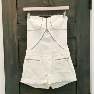 Sexy BEBE romper shorts exposed zipper detail sz 4